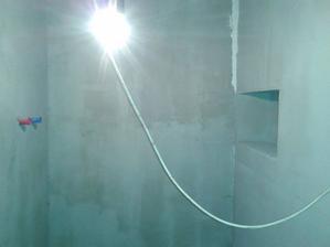 máme poličku/niku v budoucím sprcháči