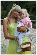 Naše úžasné družičky - neteř Lucinka a naše dcerunka Agátka