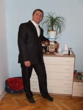 polovička pózuje v svadobnom obleku :)