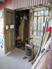 tieto stare dvere sa pouziju ako obrazy na steny http://living.iprima.cz/bydleni/dobre-dvere-nikdy-nedoslouzi-aneb-17-skvelych-tipu-jak-je-jeste-vyuzit