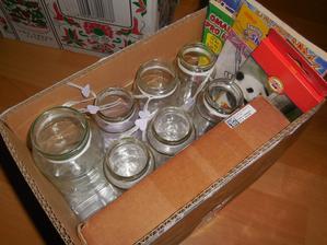 Svícínky na venkovní dekor, něco málo pro dětičky, krabička na prstýnky a nevím co ještě. jinak řečeno další krabice naší výroby :-)