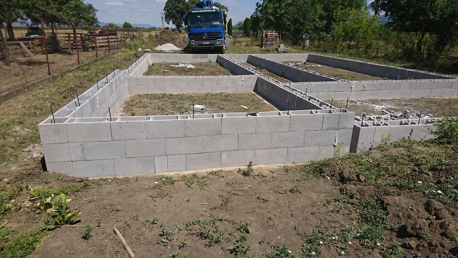 Pozemok + projekt + hruba stavba - Obrázok č. 52