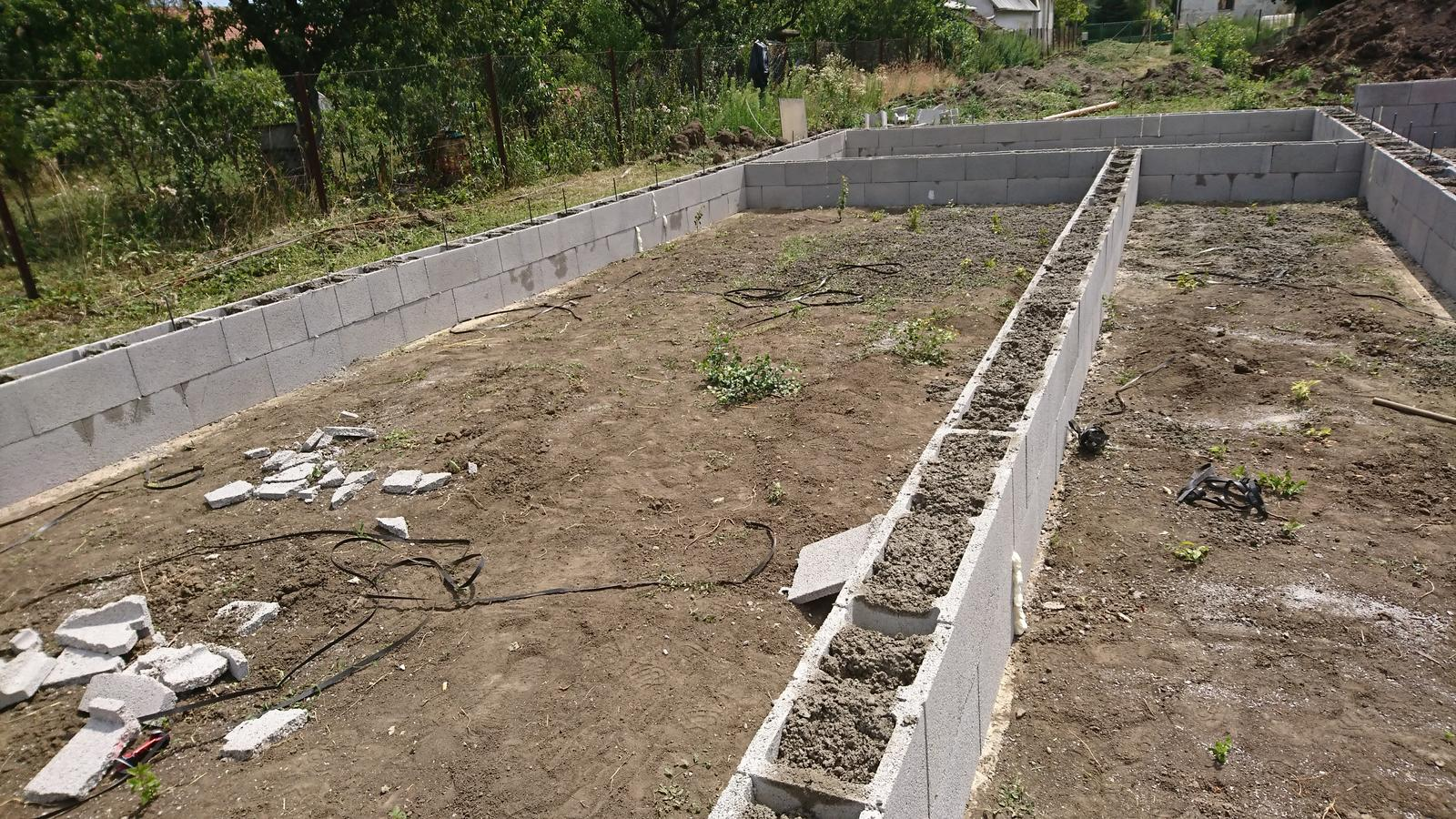 Pozemok + projekt + hruba stavba - Obrázok č. 53