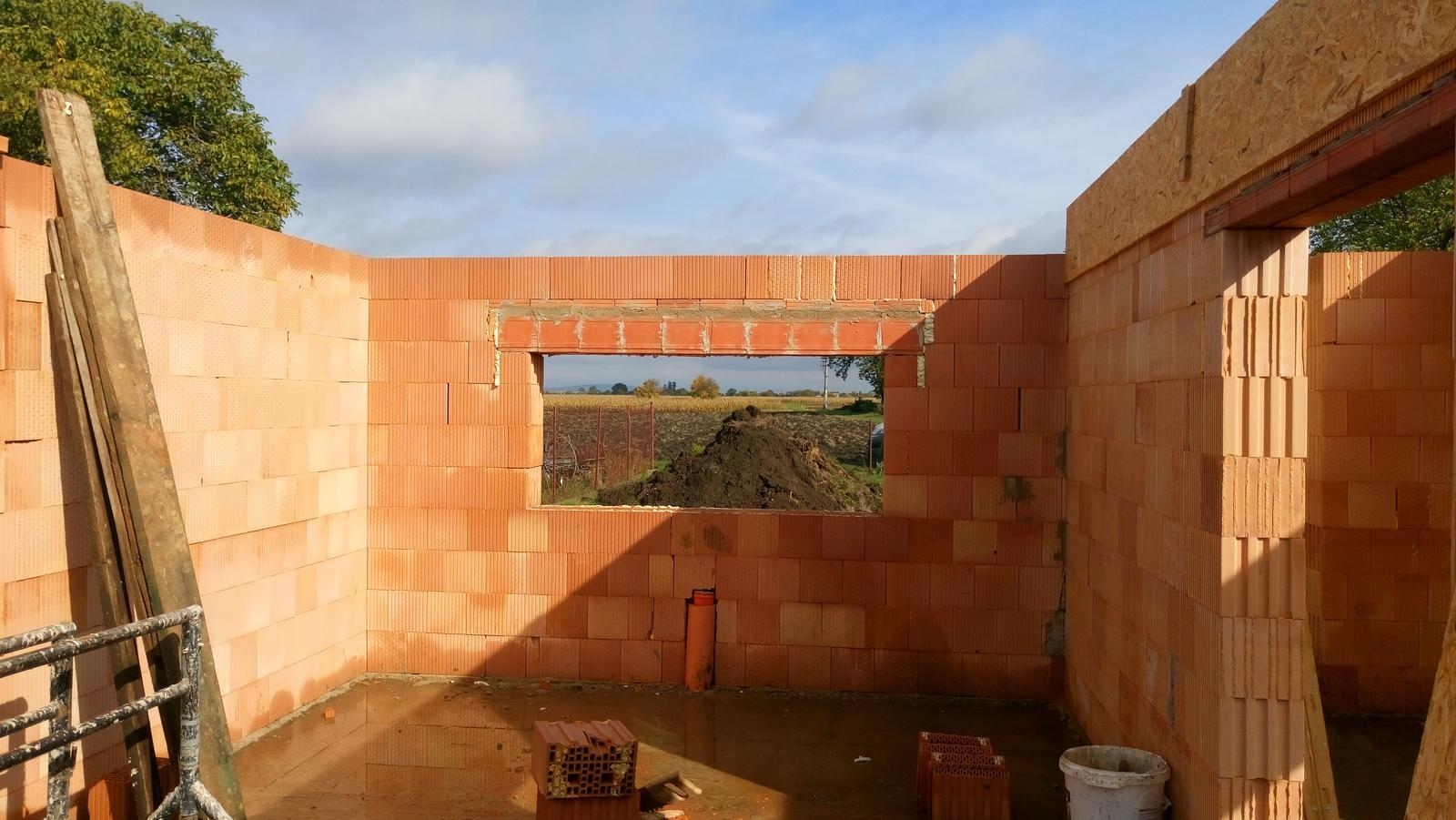 Pozemok + projekt + hruba stavba - okno prerobene