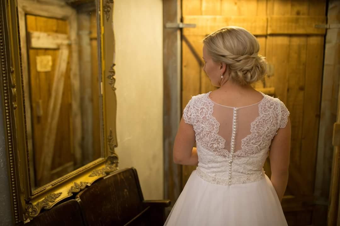 Snehovobiele svadobné šaty - Obrázok č. 2