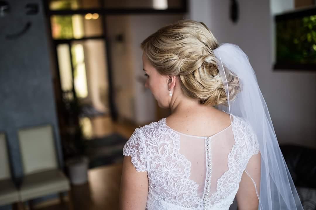 Snehovobiele svadobné šaty - Obrázok č. 4