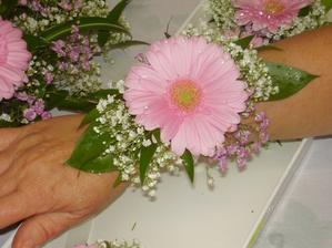 kytice na ruku pro svědkyně, ve skutečnosti budou se slunečnicí