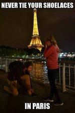Nikdy si nezavazuj tkaničky v Paříži :-D