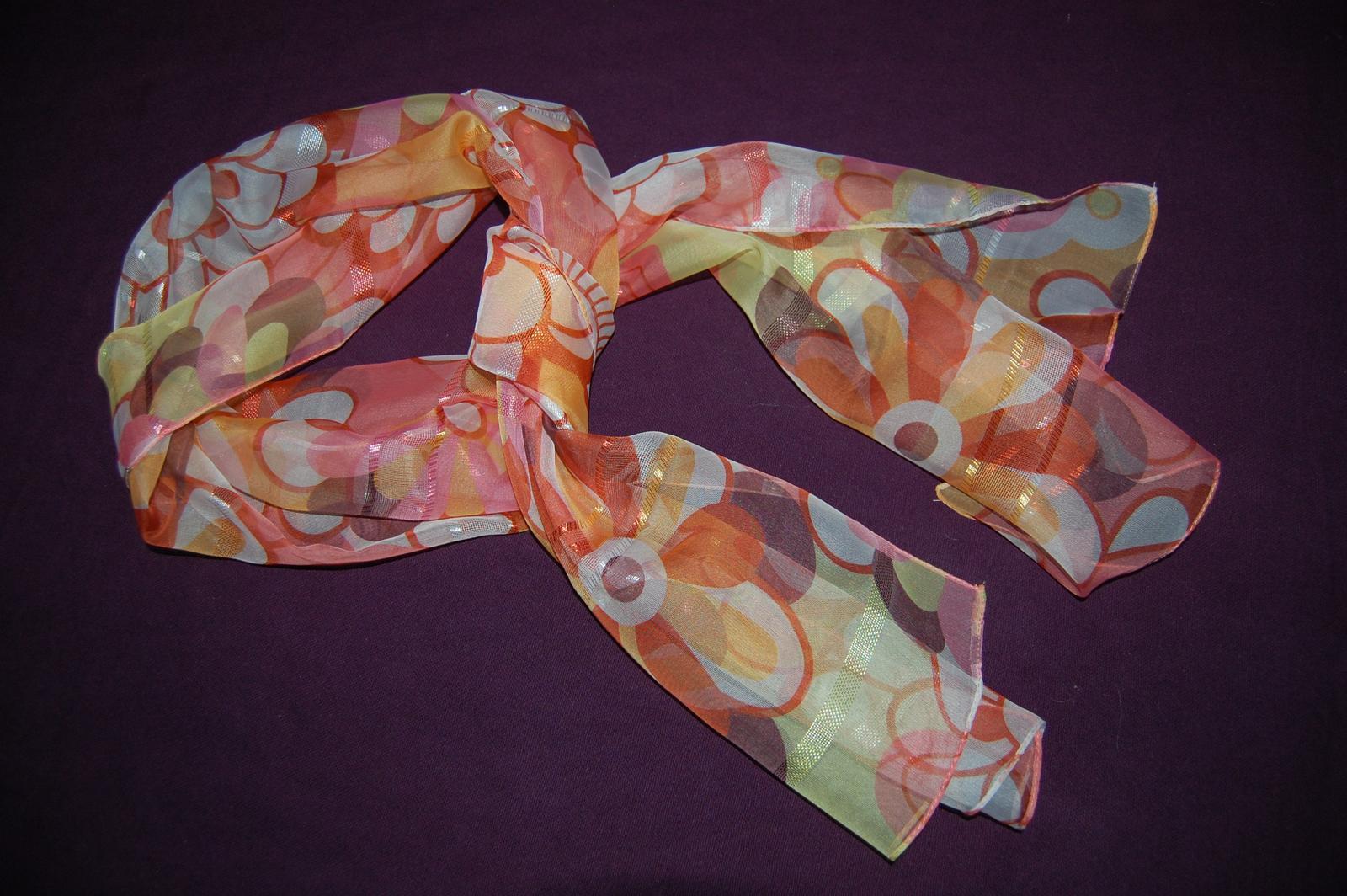 Lehký šátek s květinovým motivem - Obrázek č. 1