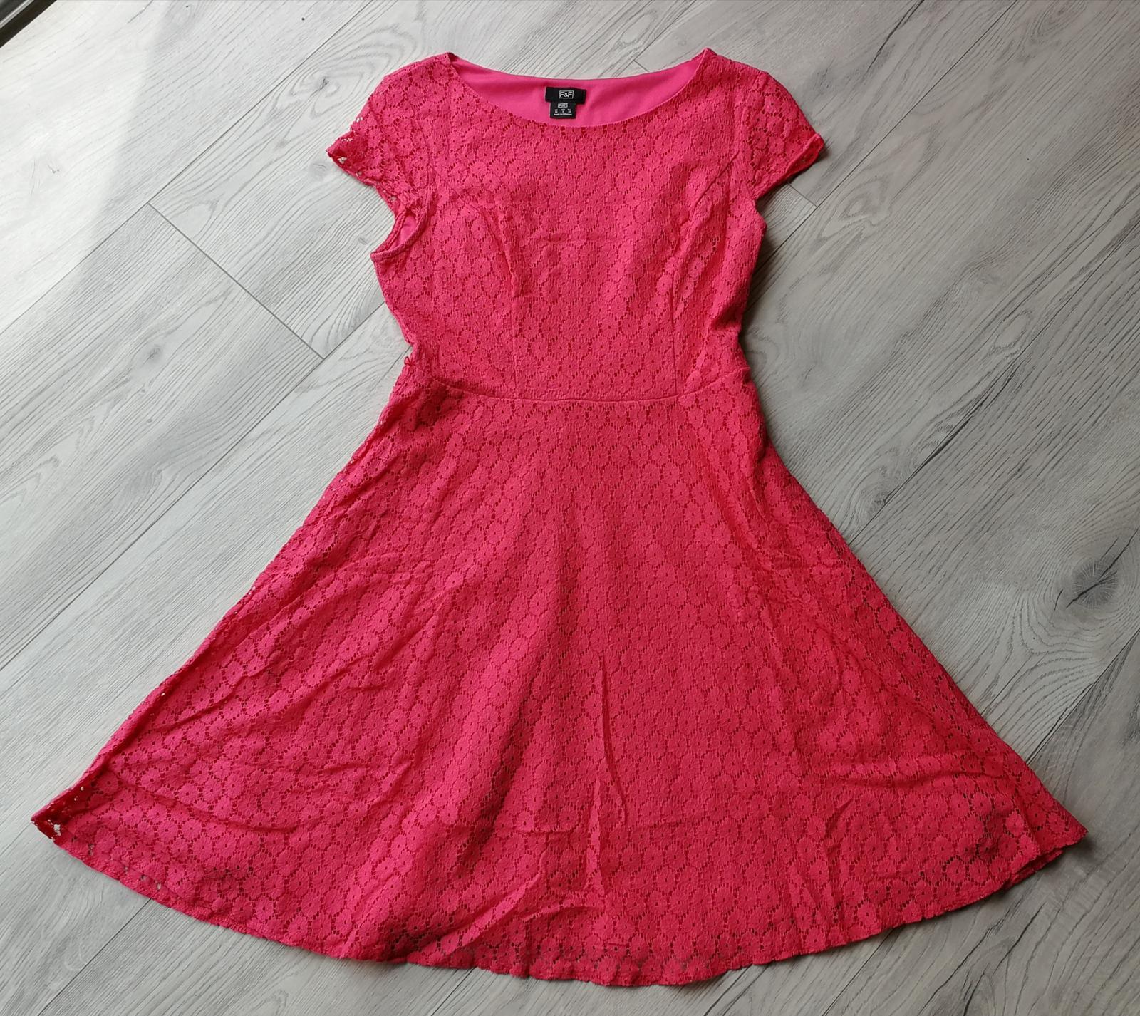 Tmavě růžové šaty krajkové - Obrázek č. 1