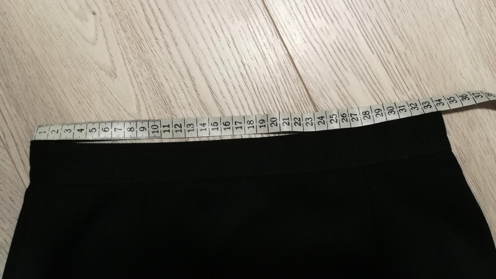 Černá sukně se zajímavým rozparkem - Obrázek č. 4