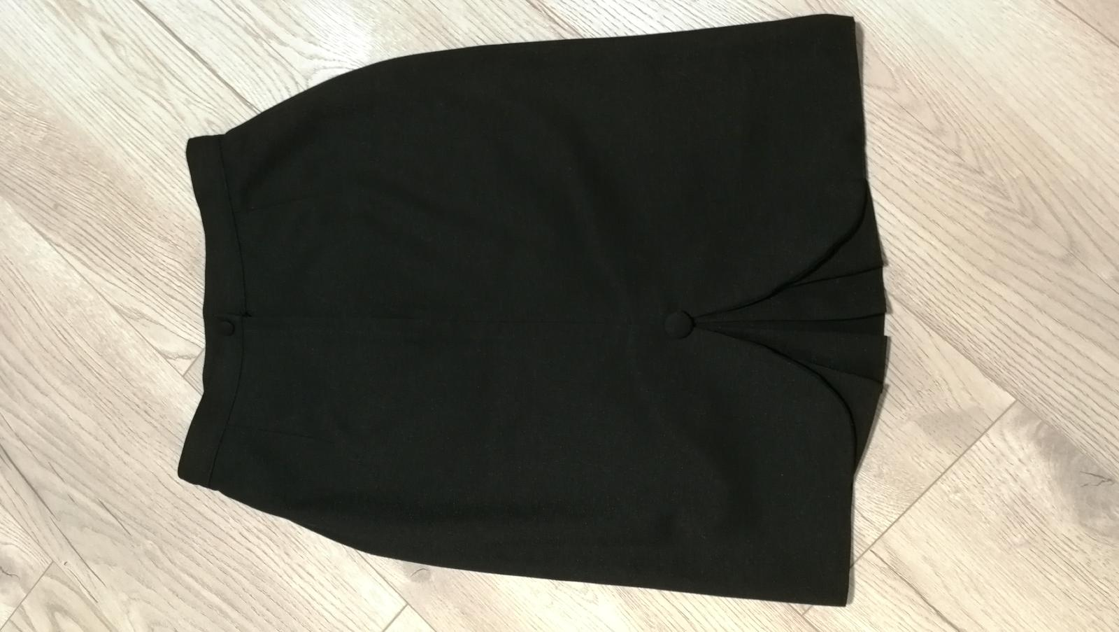 Černá sukně se zajímavým rozparkem - Obrázek č. 3
