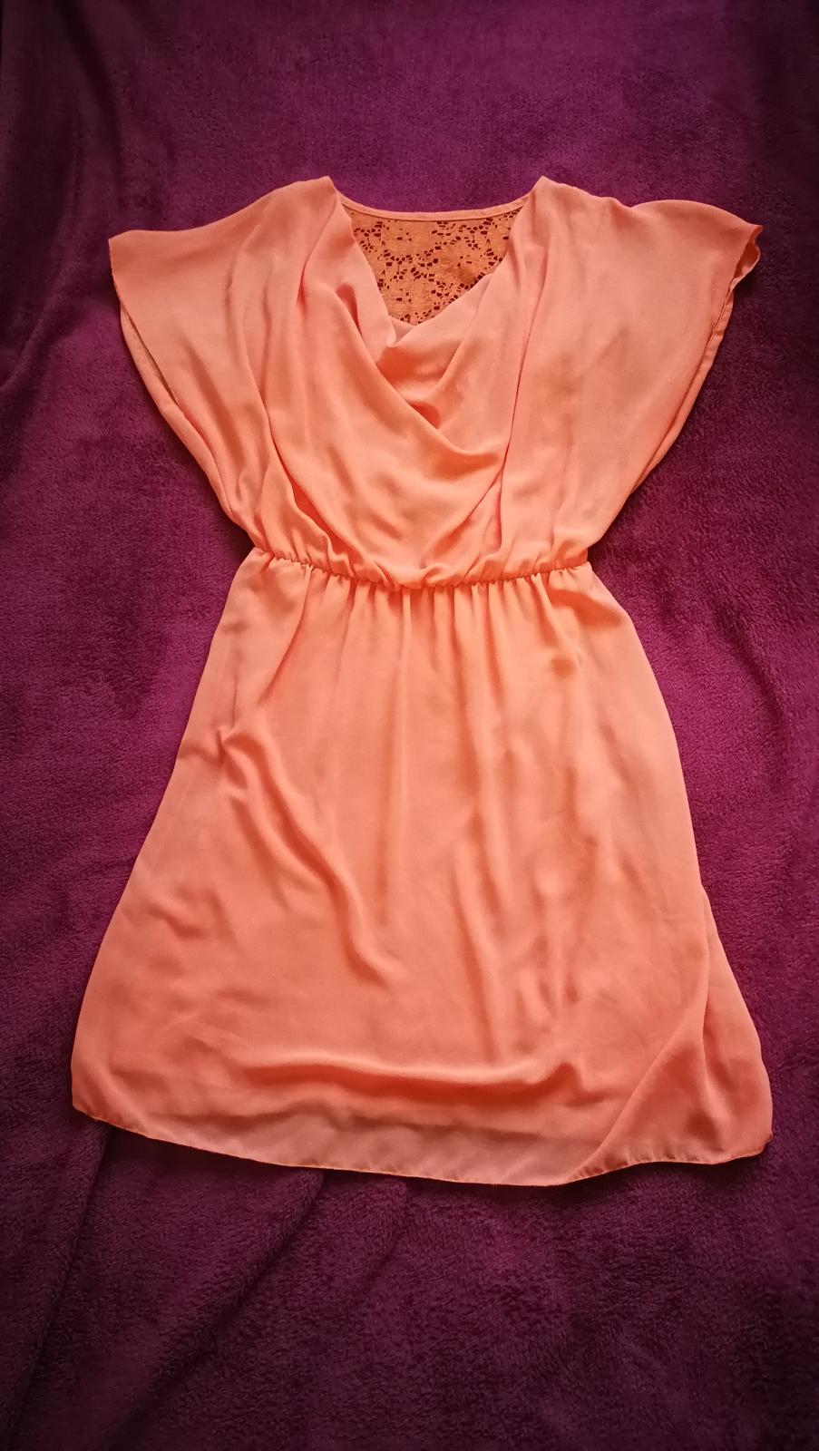 Lososové šaty s krajkou na zádech - Obrázek č. 1