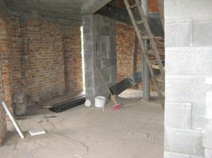 pohlad z jedalne na 2. stlp, za stlpom je WC s pracovnou.