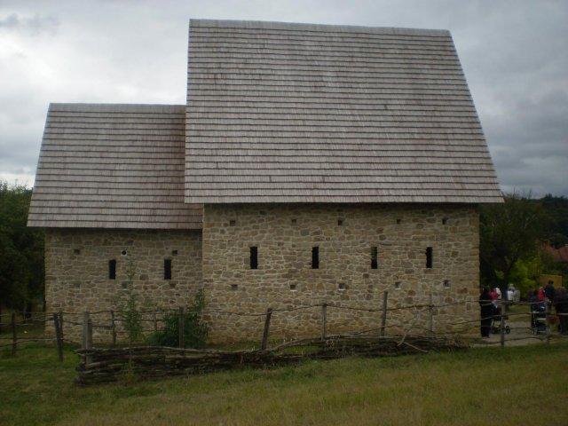 Jana{{_AND_}}Jiří Šamšovi - kostelíček z 9.století