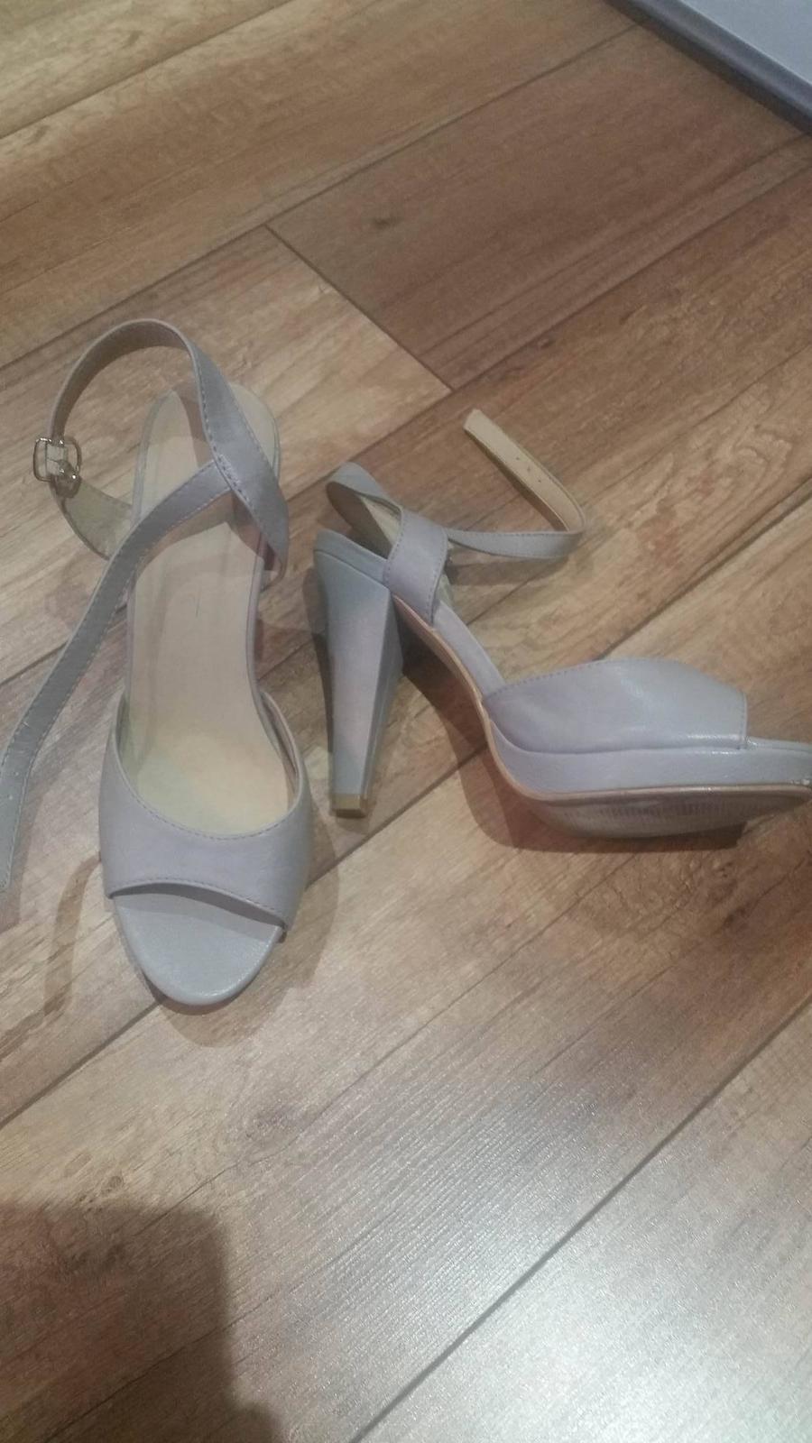 Sivé sandáliky - 38 - Obrázok č. 1