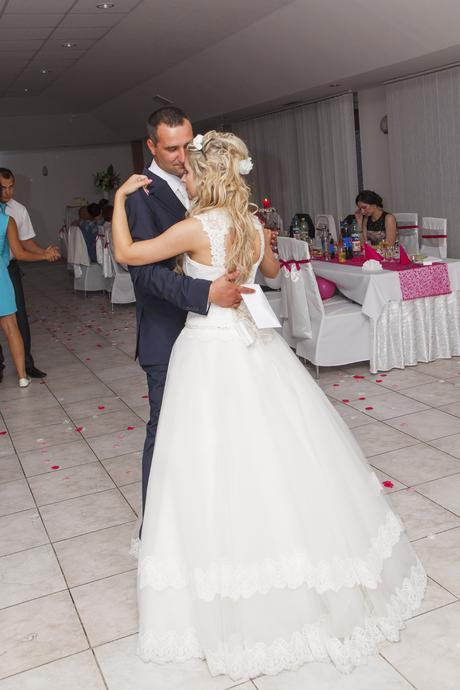 Svadobné šaty v jednoduchosti je krása  - Obrázok č. 2