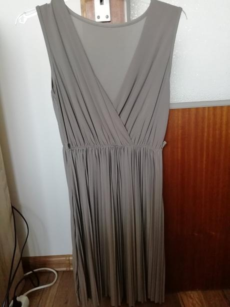 Šaty s plisovanou suknou - Obrázok č. 1