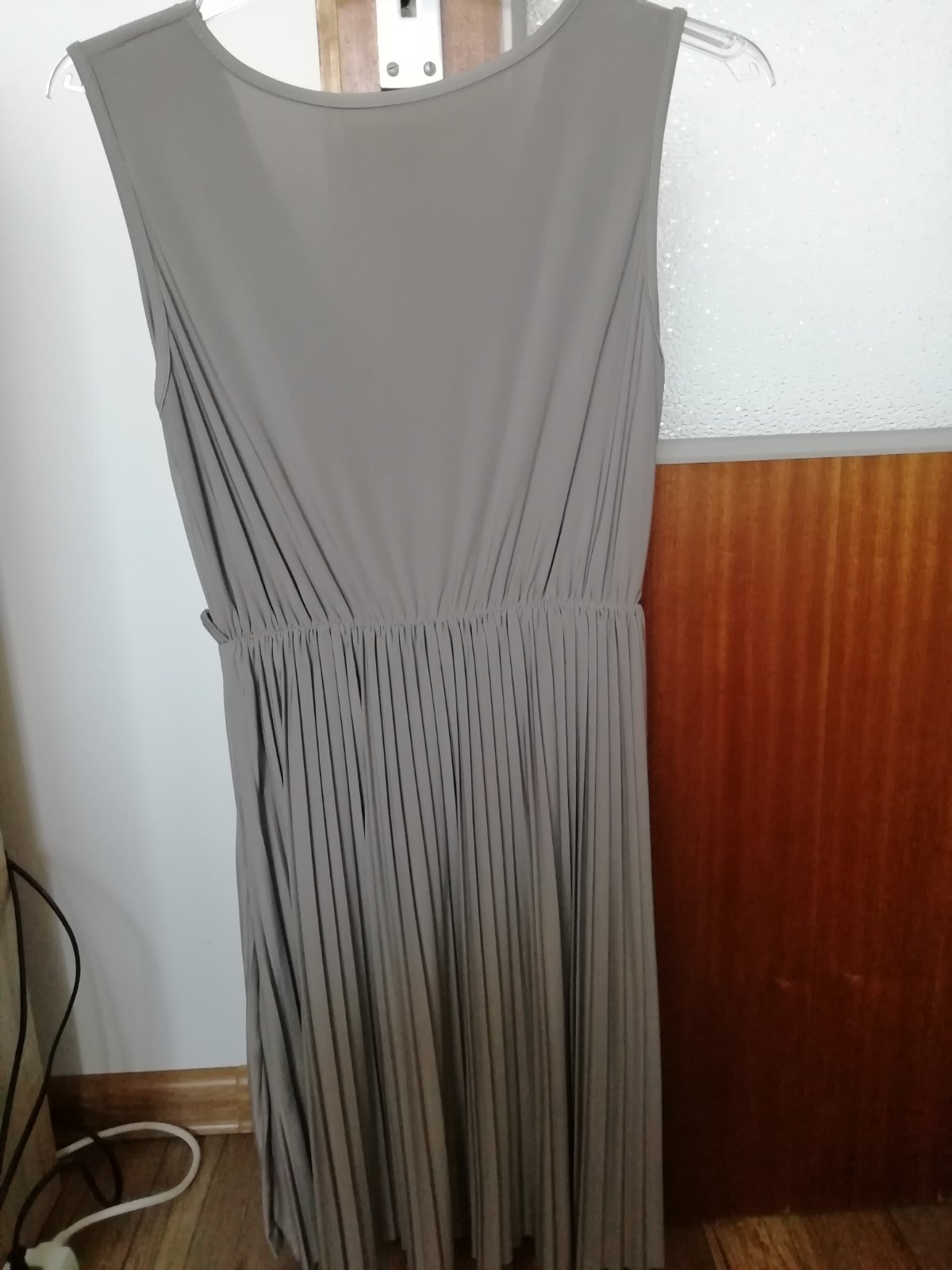 Šaty s plisovanou suknou - Obrázok č. 3