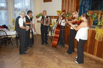 ...naši muzikanti...oživenie celej svadby..
