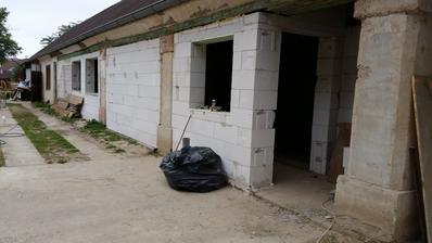 zastavaný forhaus, vznikla chodba ktorá odstranuje prechodné izby