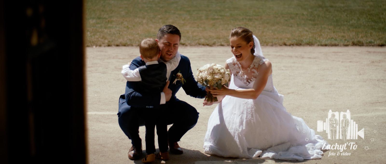 ZACHYŤTO - A kdo má přednost u vás? :) Zachytíme i malé okamžiky. Otcovská láska.