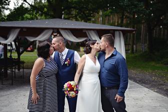 2h po svatbě a už se líbáme s jinýma :-D