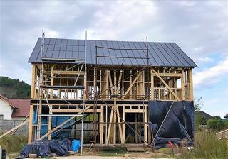 9.9.2017 - půlka střechy hotová