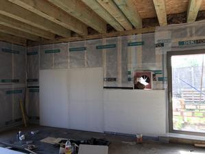a tady ta stěna s krbem + tv