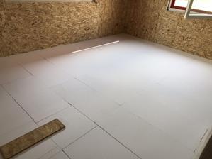 17.6.2018 - polystyreny v patře hotové :-)