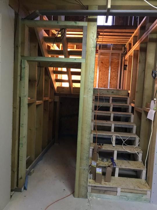 10.2.2019 - muž sám udělal schody <3
