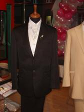 Tento oblek s vestičkou si vybral Pavel v Pronuptii!!