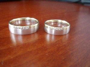 A naše úžasné prstýnky už je máme doma, mam z nich opravdu radost.