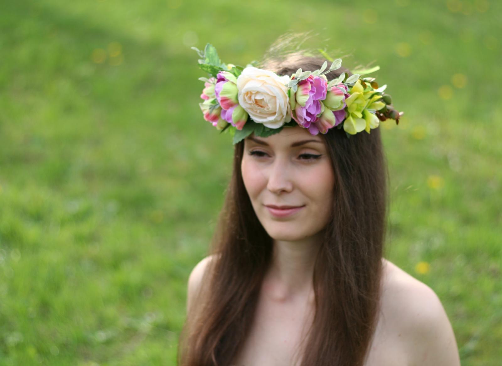 Dnešné fotenie originálnych kvetinových venčekov....nevestičky, čo poviete, hodili by sa aj na vašu a svadbu? - Obrázok č. 1