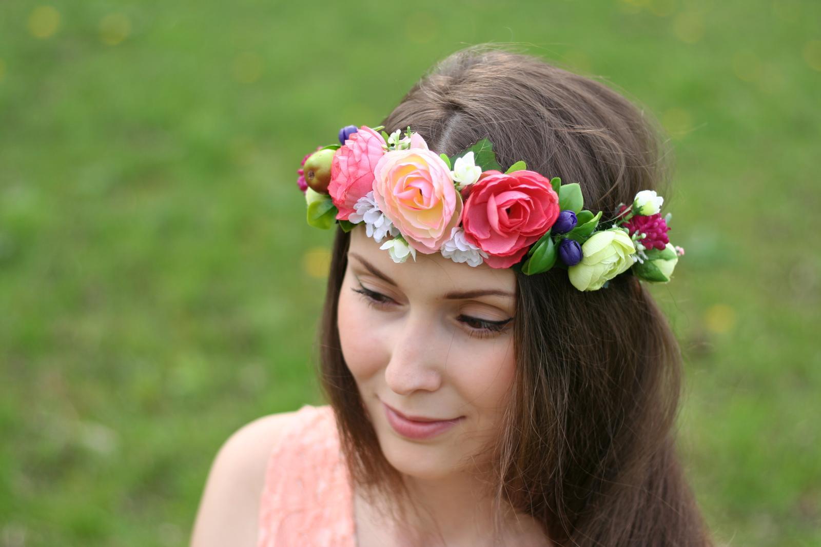Dnešné fotenie originálnych kvetinových venčekov....nevestičky, čo poviete, hodili by sa aj na vašu a svadbu? - Obrázok č. 2