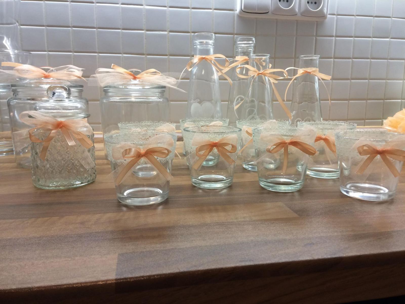 Naše svatební přípravy K+P - Dózičky a vázičky jsou z Pepca, svícínky vlastní výroba :)