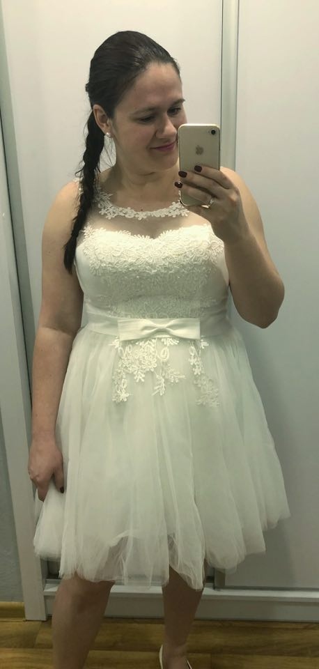 Naše svatební přípravy K+P - Moje popůlnoční šatičky :) Hrozně se mi líbí a i přesto, že nemám postavu jako laňka, tak se v nich cítím dobře :)