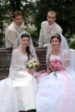 trocha netradičné, svadba bola dvojitá :))