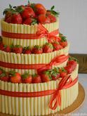 Jahodový dort s marcipánovými trubičkami