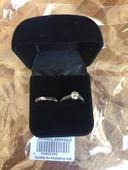 Černá sametová krabička na prstýnky,