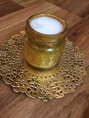 Vyráběné zlaté svíčky (14ks) se zlatými podtácky,