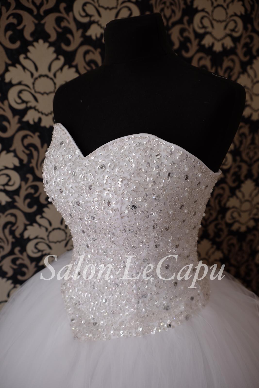 Zdobené svatební šaty - Obrázek č. 1