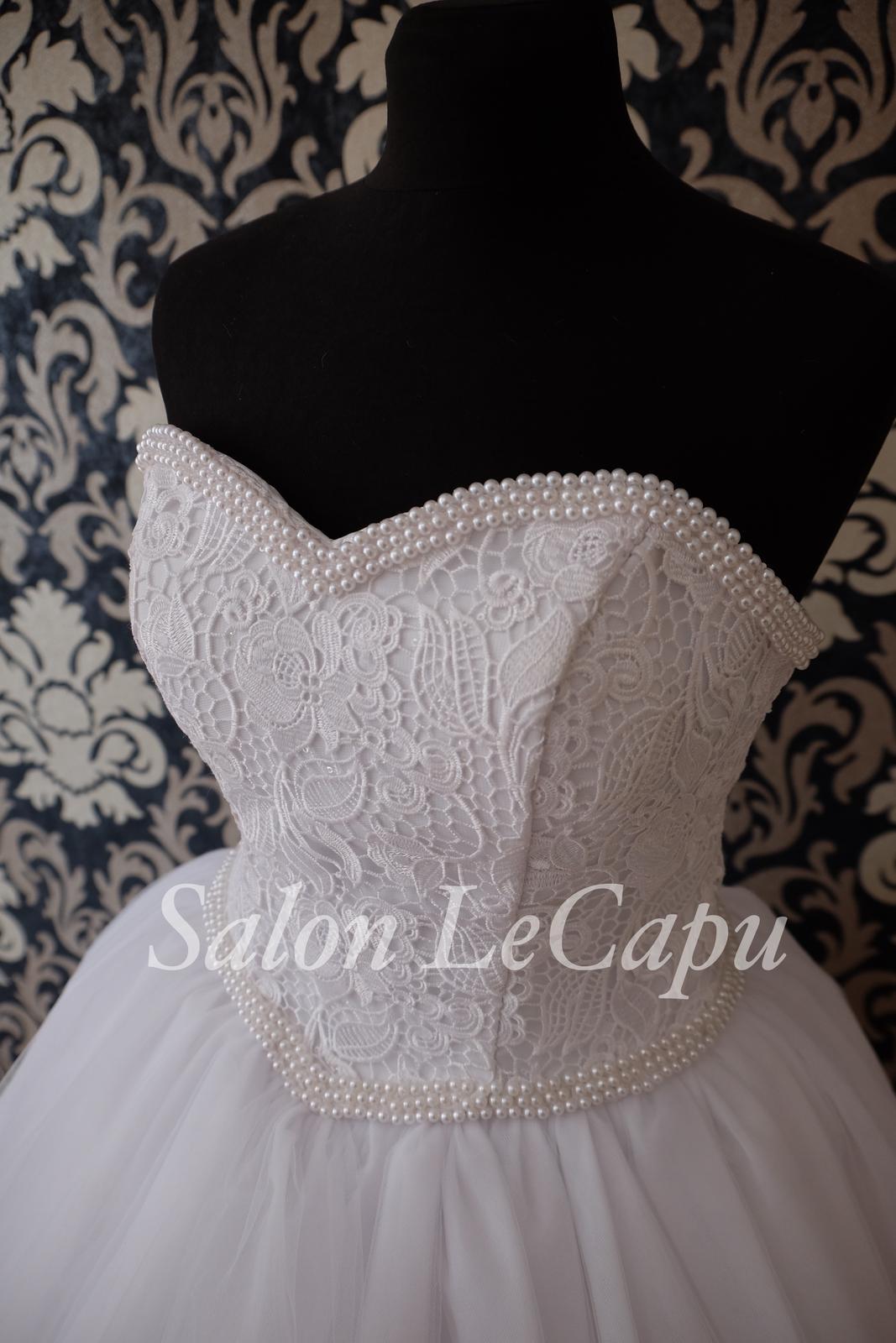 Perličkami zdobené svatební šaty - Obrázek č. 1