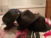 klobúky,