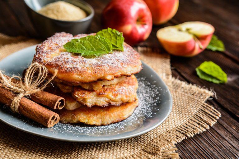 Ako spotrebovať dary záhrady/ Recepty zo záhrady - Nadýchané jablkové lievance. Foto: iStock.com, recept: https://www.zahrada.sk/magazine/nadychane-jablkove-lievance-vas-presvedcia-ze-ste-nasli-ten-spravny-recept