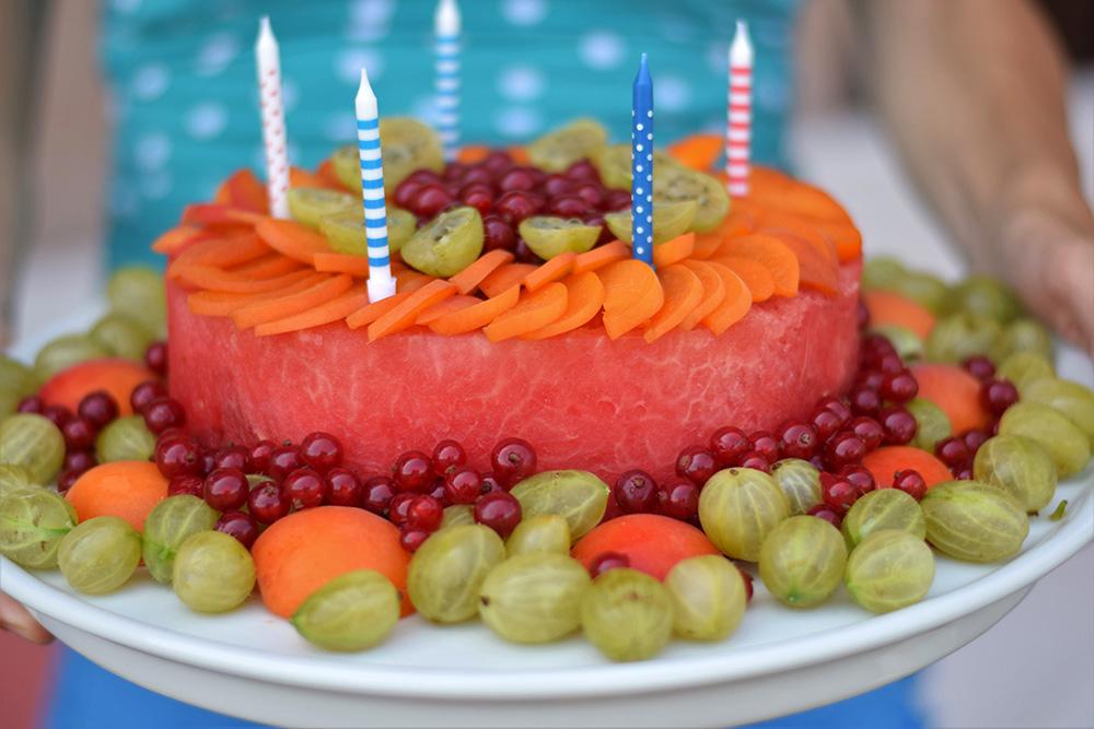 Ako spotrebovať dary záhrady/ Recepty zo záhrady - Letná torta, foto: Martina Töröková, recept: https://www.zahrada.sk/magazine/letne-oslavy-bez-klasickej-torty-ano-po-takomto-zakusku-neostane-ani-omrvinka