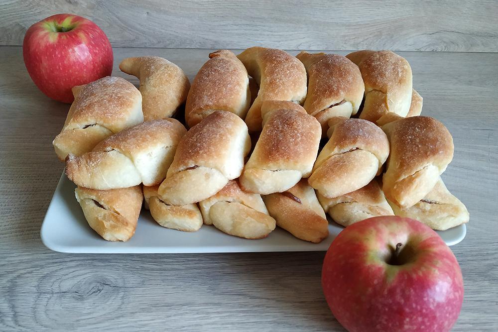 Ako spotrebovať dary záhrady/ Recepty zo záhrady - Kysnuté rožky s jablkovou plnkou, recept: https://www.zahrada.sk/magazine/neviete-co-s-jablkami-upecte-si-tieto-vyborne-kysnute-rozteky