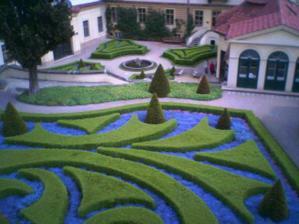 Vrtbovská zahrada - tady se budeme brát - no není to nádhera ?