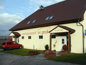 Naše vybraná restaurace, snad se tam všichni vejdeme