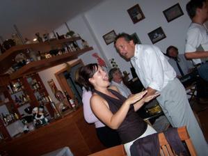 Táta a já při zpěvu a tanci